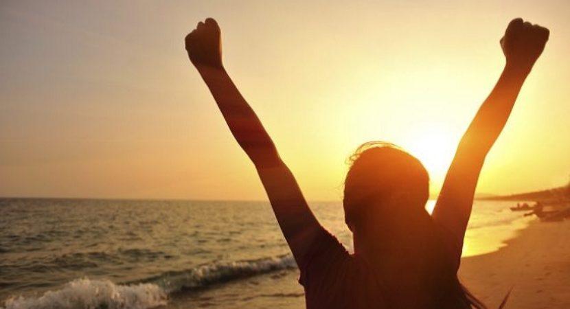 6 benefícios de ter uma pessoa positiva por perto